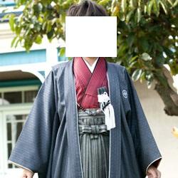 (加藤)KATO 527-6020  ジュニア男児羽織袴セット ポリ 濃グレー・赤黒縞 10才 80cm 中国製